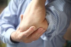 Как проявляет себя околосуставный остеопороз
